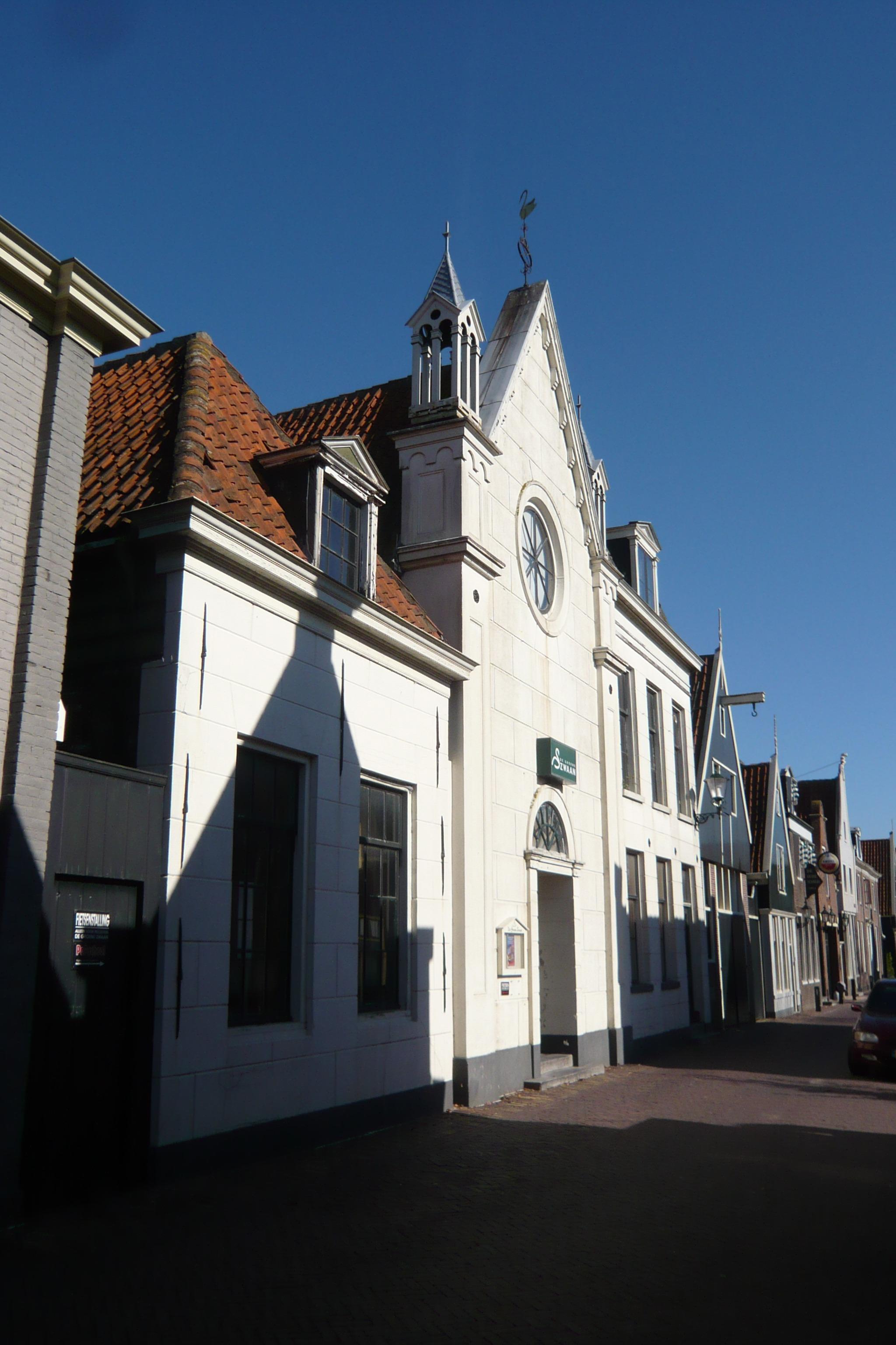De_Rijp-Rechtestraat_16-12_groene_zwaan